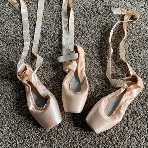 Bloch point ballet shoes